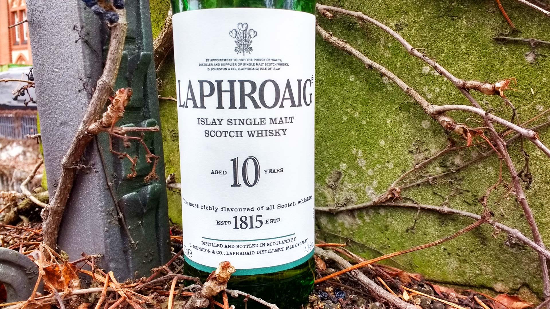 Der Geschmack des Laphroaig 10 Jahre ist unverwechselbar - ein Whisky den man als Einsteiger probiert haben sollte. (Foto: Malt Whisky)