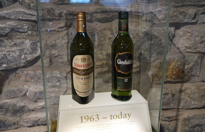 Flaschen-Design im Wandel der Zeit: Der Glenfiddich 12 Jahre sah früher ganz anders aus. (Foto: Alkoblog)