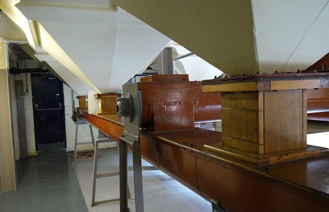 Ohne gemälzte Gerste und Mühle kein Single Malt Whisky. Häufig sind die Getreidemühlen in den Destillerien noch ältere Fabrikate. (Foto: Malt Whisky)
