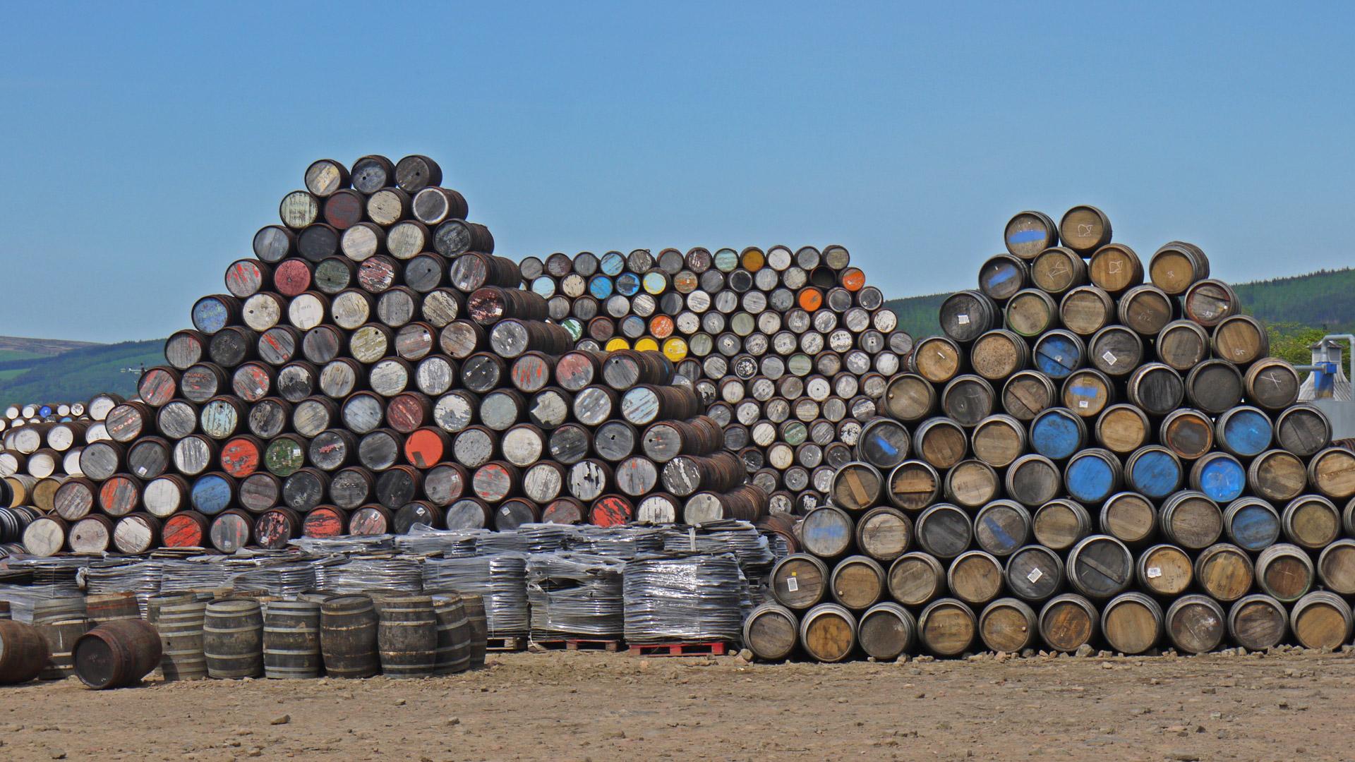 Whiskyfässer werden in der Speyside-Cooperage aufbereitet. Doch wie lange bleibt der Whisky eigentlich im Fass? (Foto: Malt Whisky)