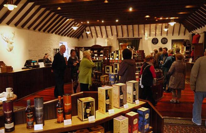 Immer gut besucht: Das Visitor Center mit Shop bei Glenfiddich. (Foto: Alkoblog)