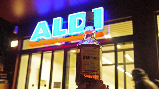 """Beim Discounter Aldi-Nord regiert der """"Statesman"""" das Billig-Whiskyregal. (Foto: Malt Whisky)"""