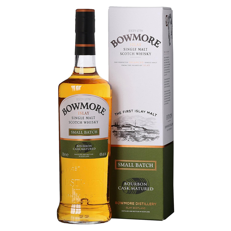 Auch der Bowmore Small Batch wird in der typischen Flaschengestaltung abgefüllt. (Foto: Amazon)
