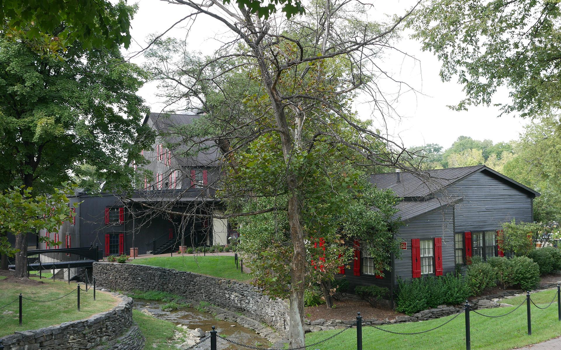 Malerische Lage in der grünen Landschaft von Kentucky: Die Maker's Mark Destillerie (Foto: Malt Whisky)