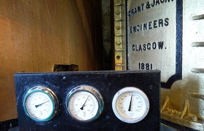 Alte Instrumente bei der Mash Tun. (Foto: Malt Whisky)