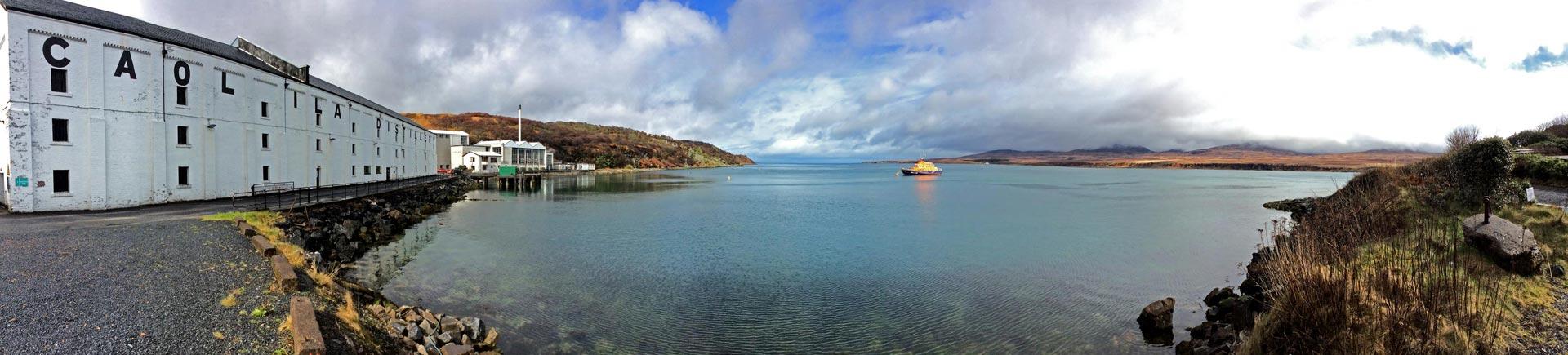 Direkt am Sound of Islay liegt die Caol Ila Destillerie. (Foto: Malt Whisky)