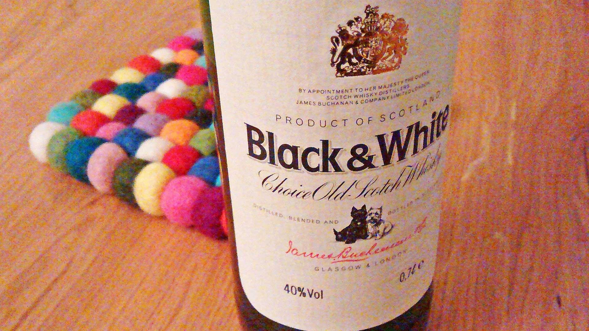 Der Black & White Scotch Whisky ist nun auch bei Aldi-Nord zu haben. (Foto: Malt Whisky)