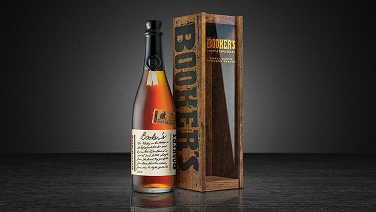 Booker's Bourbon mit Holzkiste (Foto: Beam Suntory)