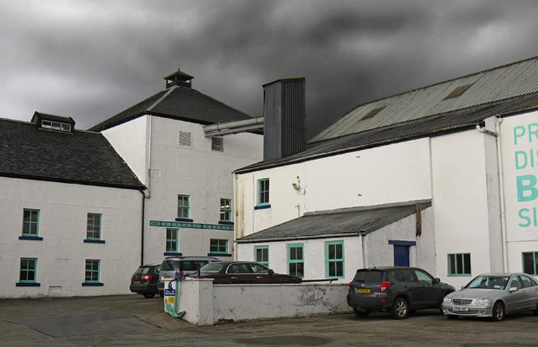 Traditionelle Destillerie, moderner Whisky: Bruichladdich auf Islay (Foto: Malt Whisky)