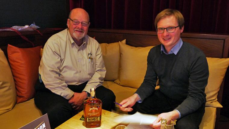 Fred Noe im Gespräch mit Alkoblogger Lukas. (Foto: Malt Whisky)