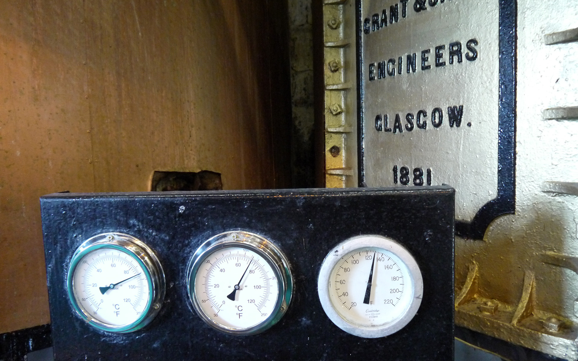 Traditionelle Instrumente in der Bruichladdich-Destillerie (Foto: Malt Whisky)