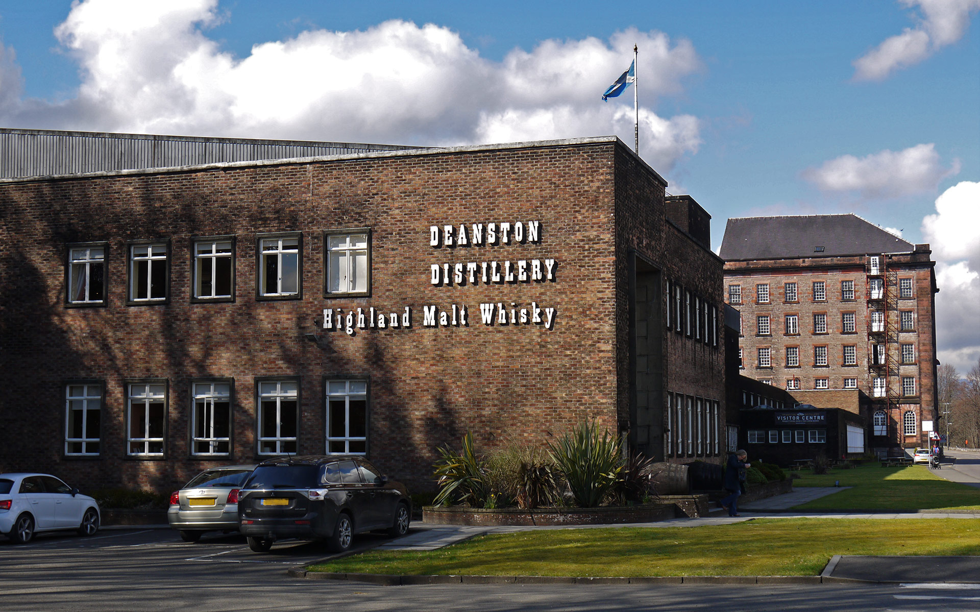 Die Deanston-Destillerie am Fluss Teith in Schottland (Foto: Malt Whisky)