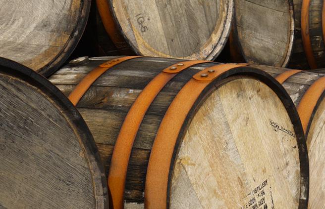 Eine richtige Lagerung im Fass können die Aging-Stäbchen nicht ersetzen (Foto: Malt Whisky)