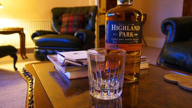 Ein Klassiker fürs Kaminzimmer: Highland Park 12 Jahre. (Foto: Malt Whisky)