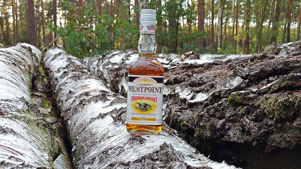 Auch der Westpoint-Bourbon von Aldi zieht mit amerikanischer Folklore in den Wettstreit. (Foto: Malt Whisky)