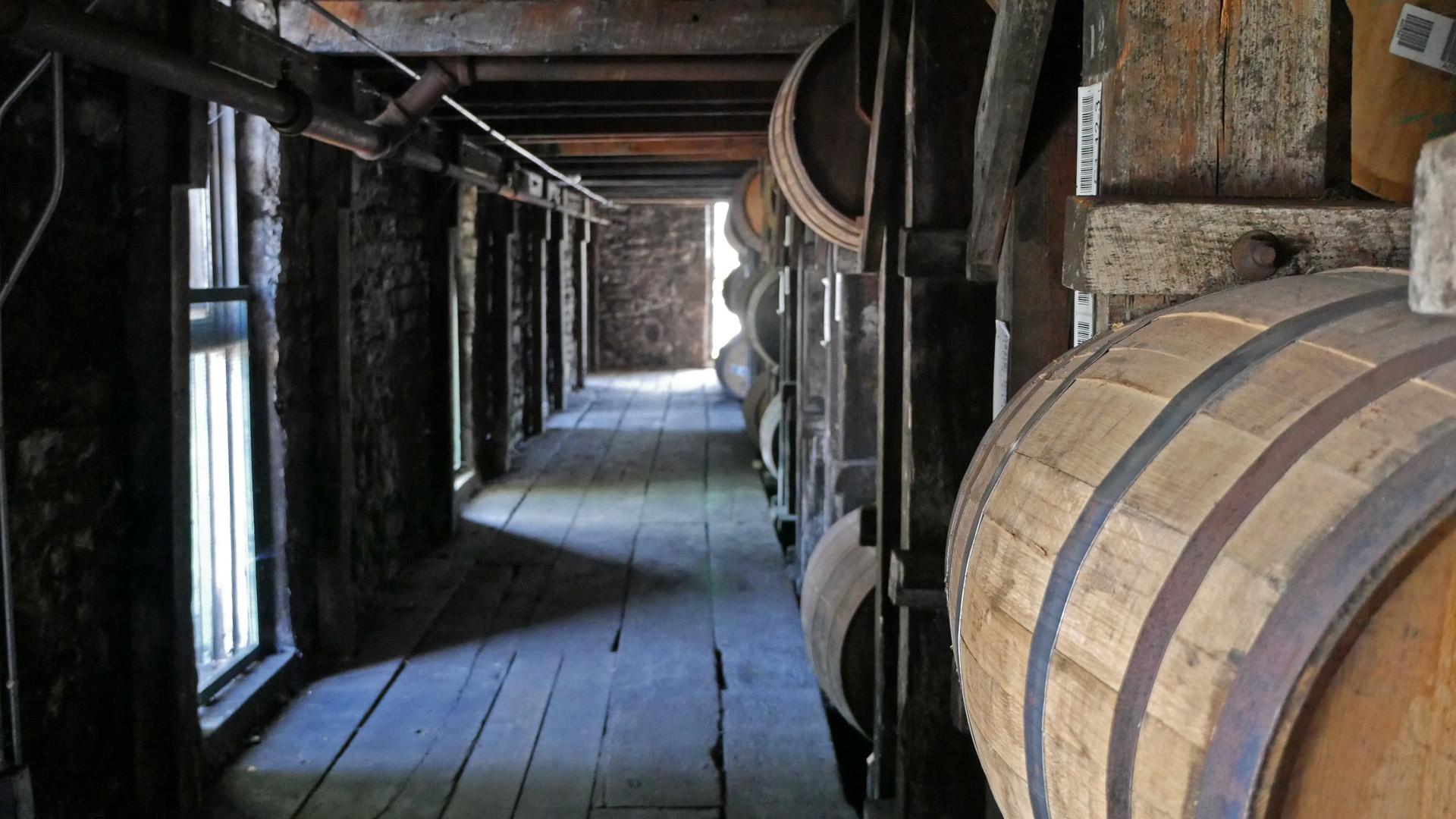 Lagerung des Bourbon-Whiskys in einem klassischen Warehouse. (Foto: Malt Whisky)