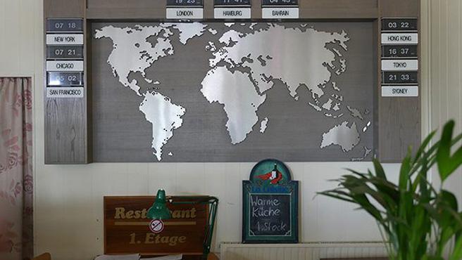 Die Welt im Blick: Das Hotel Dania richtet sich erkennbar an den erfahrenen World Traveller.