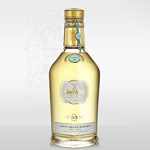 Selten glänzt ein teurer Whisky mit nobler Blässe: Glenfiddich 55 Jahre traut sich (Foto: Glenfiddich)
