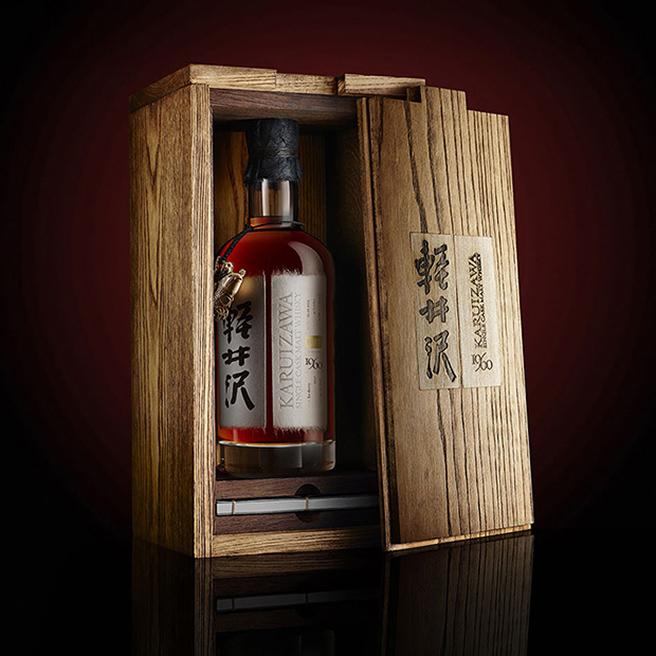 Ein High-Class-Whisky braucht eine edle Hülle: Box und Flasche des Karuizawa 1960 wurden von der britischen Agentur Contagious gestaltet (Foto: Contagious)