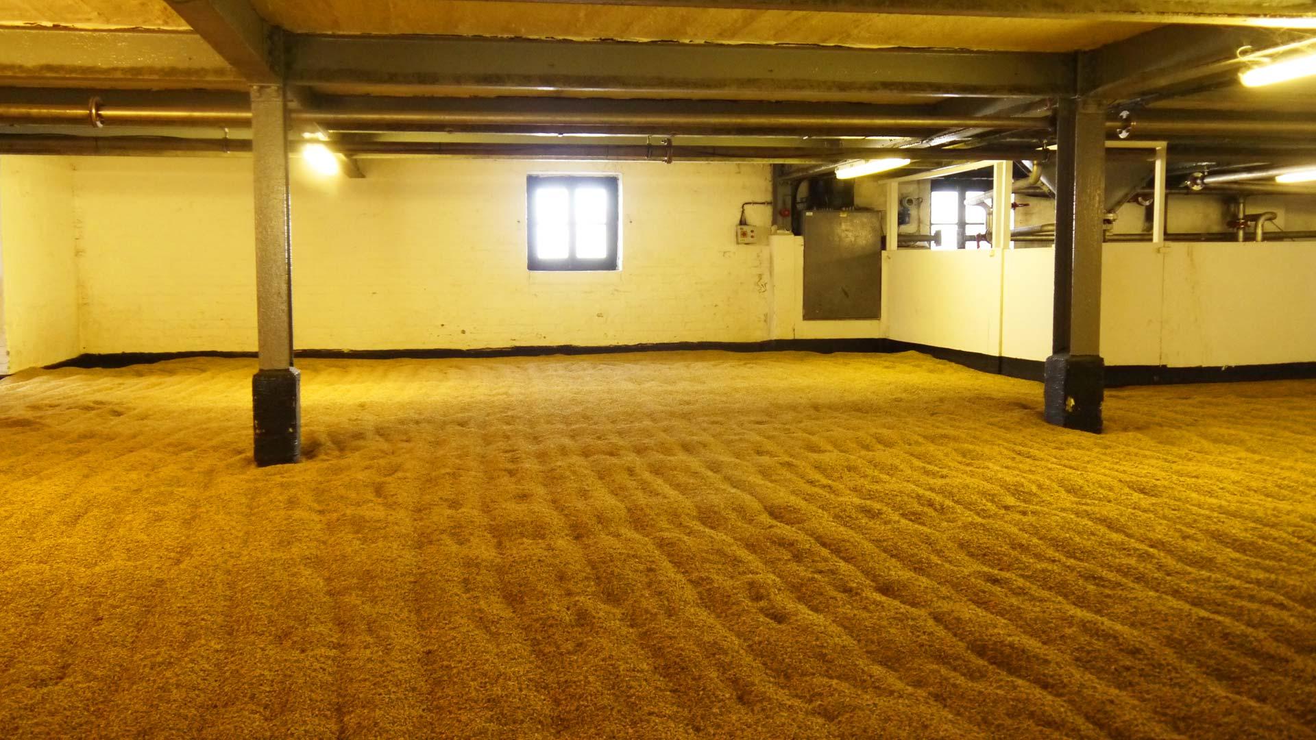 Traditioneller Malting Floor bei Bowmore auf Islay. (Foto: Malt Whisky)