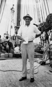 """Schmuggler """"Bill"""" McCoy auf Deck eines seiner Schiffe (Foto: cutty-sark.com)"""