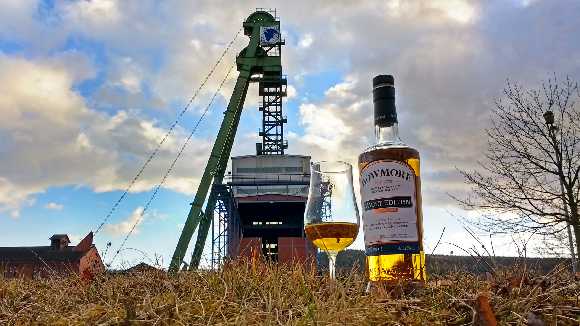 Der Bowmore Atlantic Sea Salt im Abendlicht. (Foto: Malt Whisky)