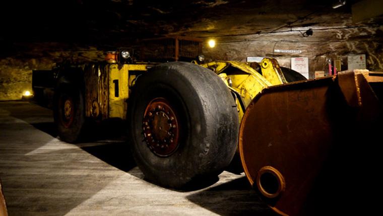 Gute Deckung: Ein großer Bergbau-Bagger. (Foto: Malt Whisky)