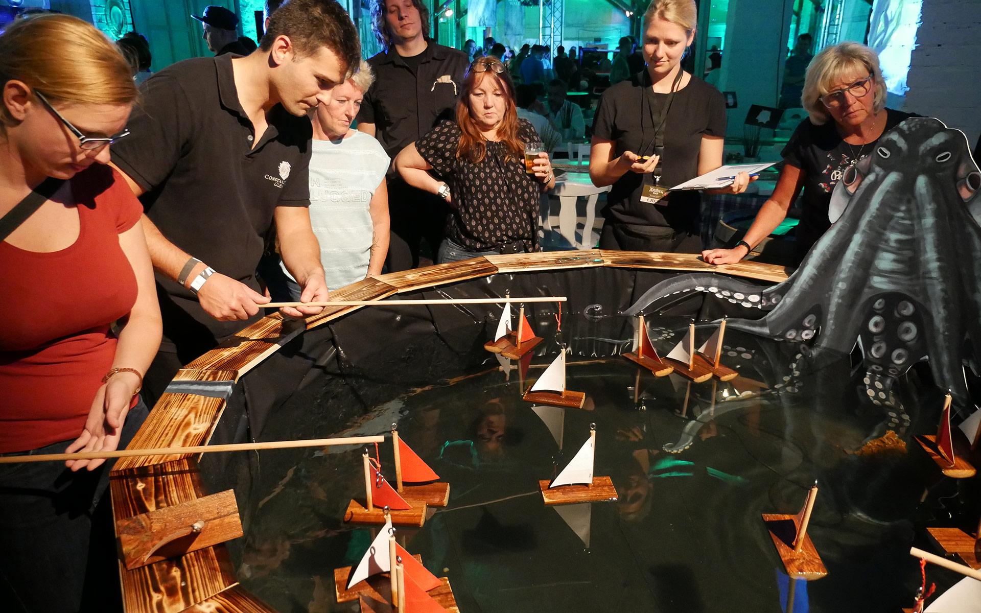 Angeln für Ardbeg: Wer mehr Boote als das gegnerische Team herausholte, bekam ein Dram spendiert (Foto: Malt Whisky)