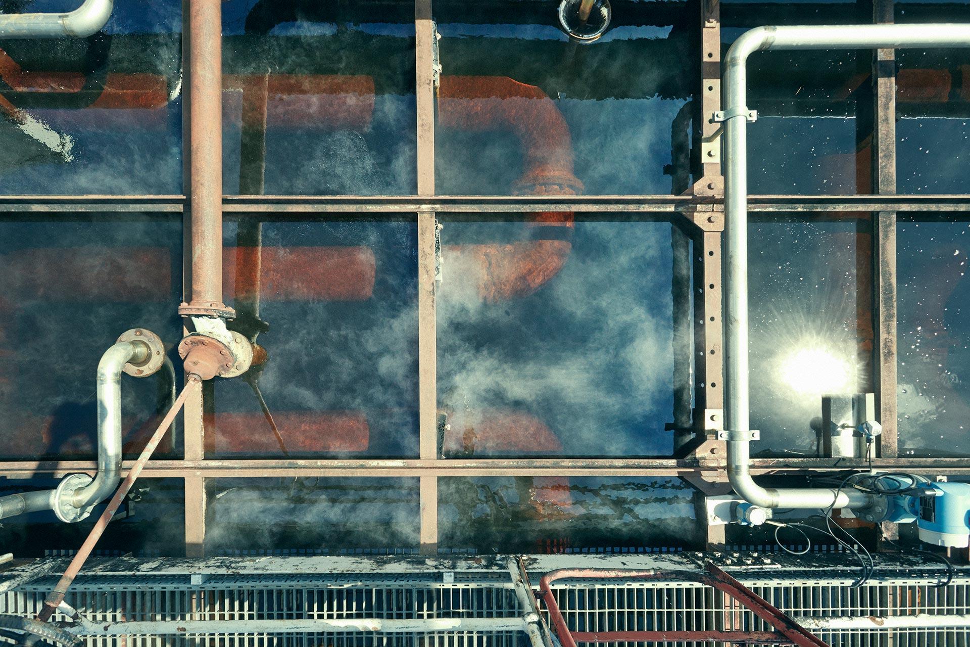 Die Worm Tubs verlaufen durch ein Wasserbecken und kühlen den New Make auf althergebrachte Weise (Foto: Hersteller)