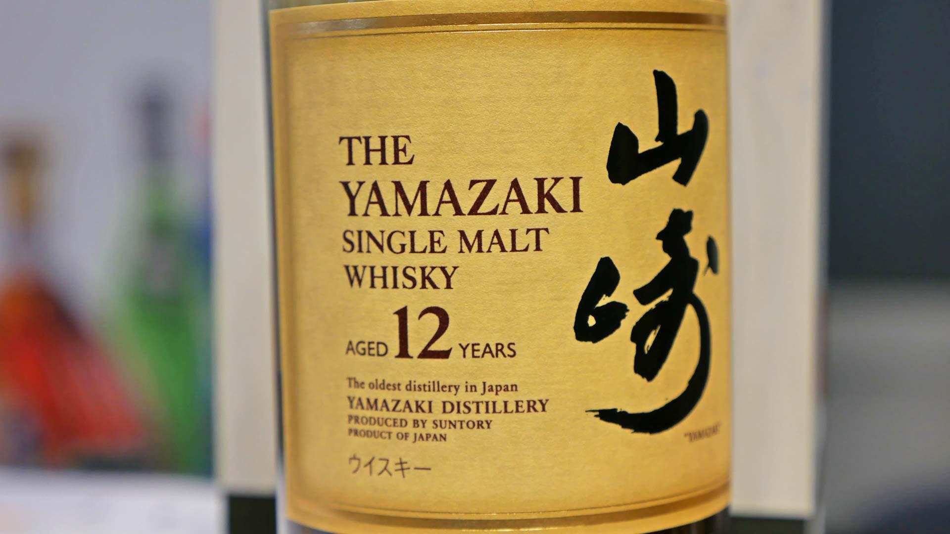 Auch auf die Gestaltung der Etiketten und Flaschen wird bei japanischen Whiskys oft großer Wert gelegt. Hier das Etikett des Yamazaki 12 Jahre (Foto: Malt Whisky)