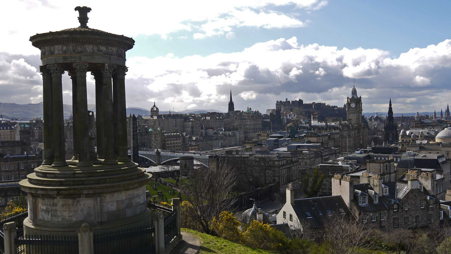 In den Gassen der schottischen Hauptstadt gibt es auch einige interessante Bars zu entdecken. (Foto: Alkoblog)