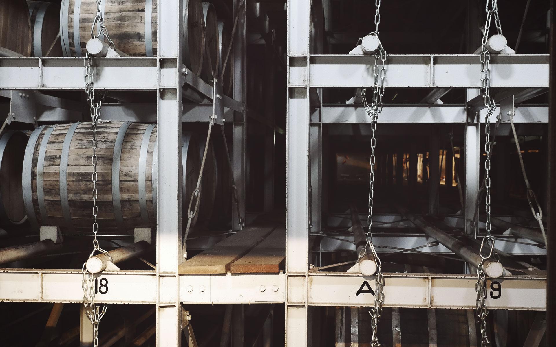 Den japanischen Brennereien gehen die alten Whiskys aus: Hier das Warehouse von Hakushu in den japanischen Alpen (Foto: Malt Whisky)