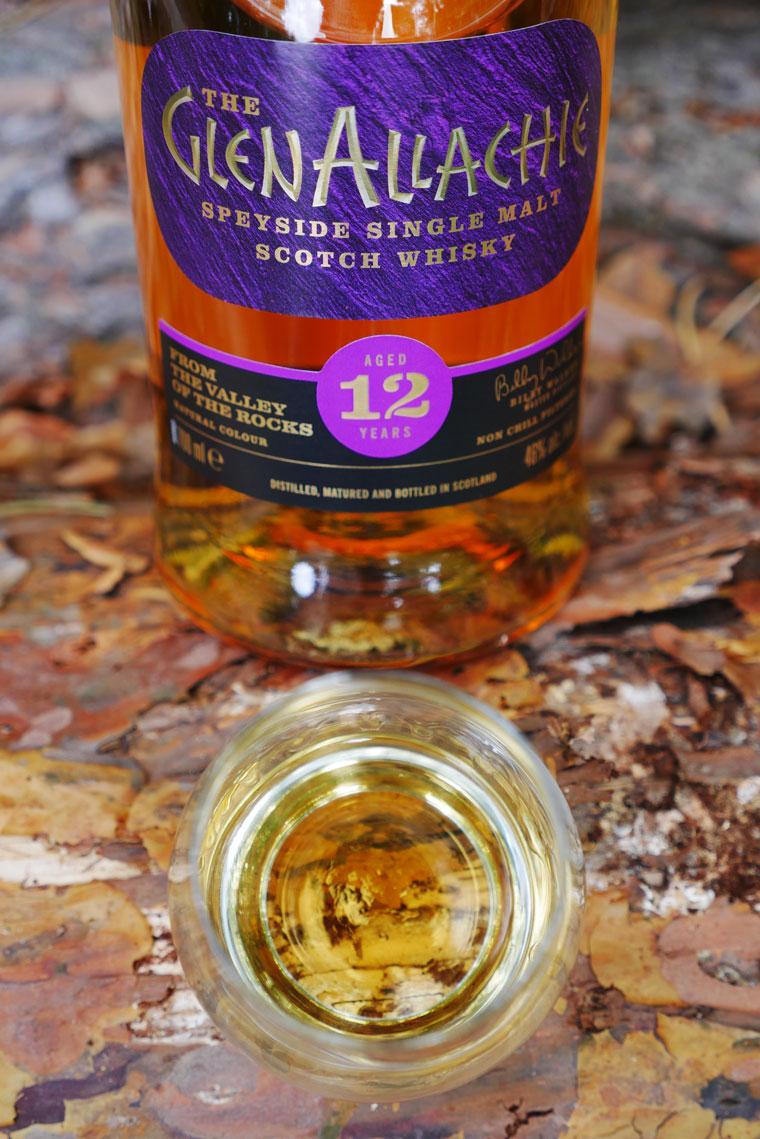 Großes A und fragwürdiges Etiketten-Design: Der neue GlenAllachie 12 Jahre (Foto: Malt Whisky)