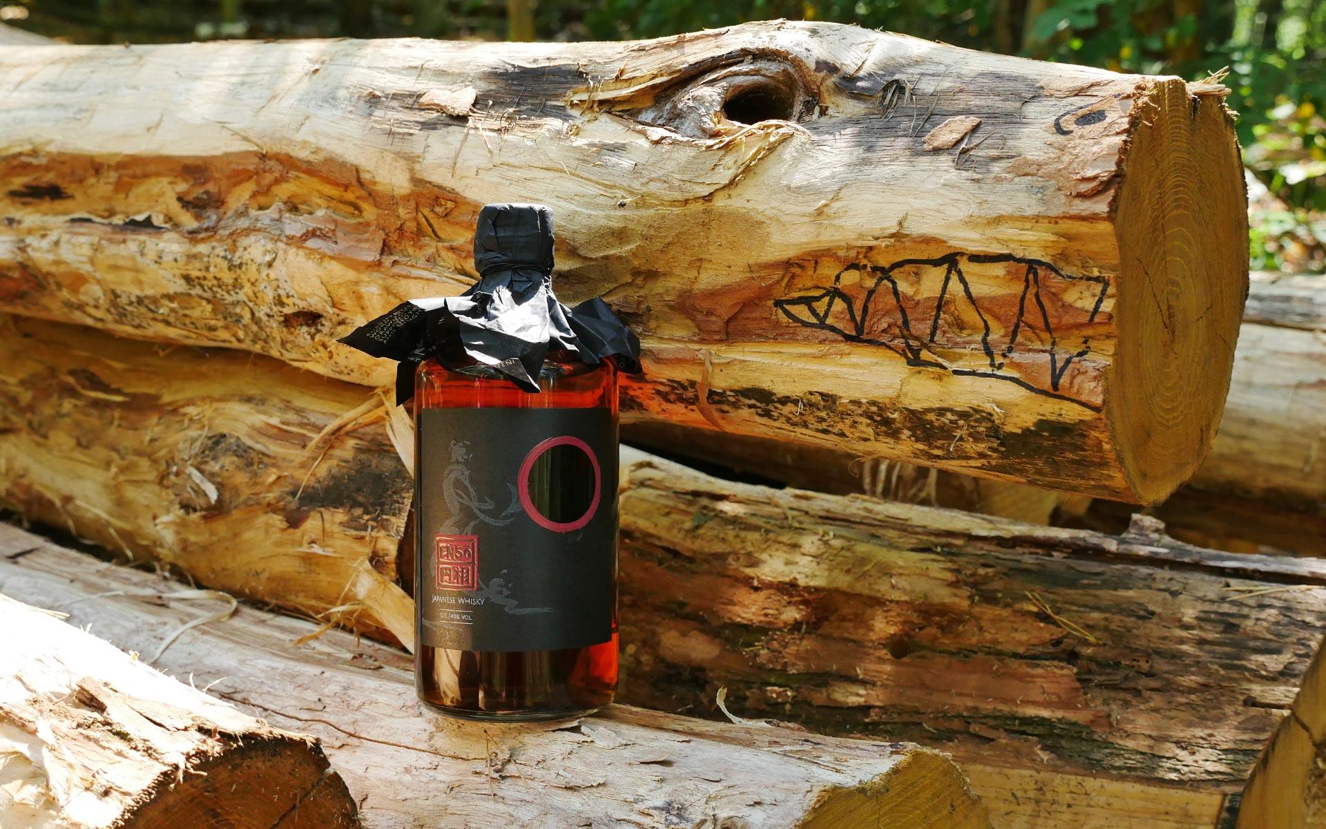 Unter der schicken Papierhülle des Enso Japanese Whisky Blend verbirgt sich ein schnöder Schraubverschluss (Foto: Malt Whisky)
