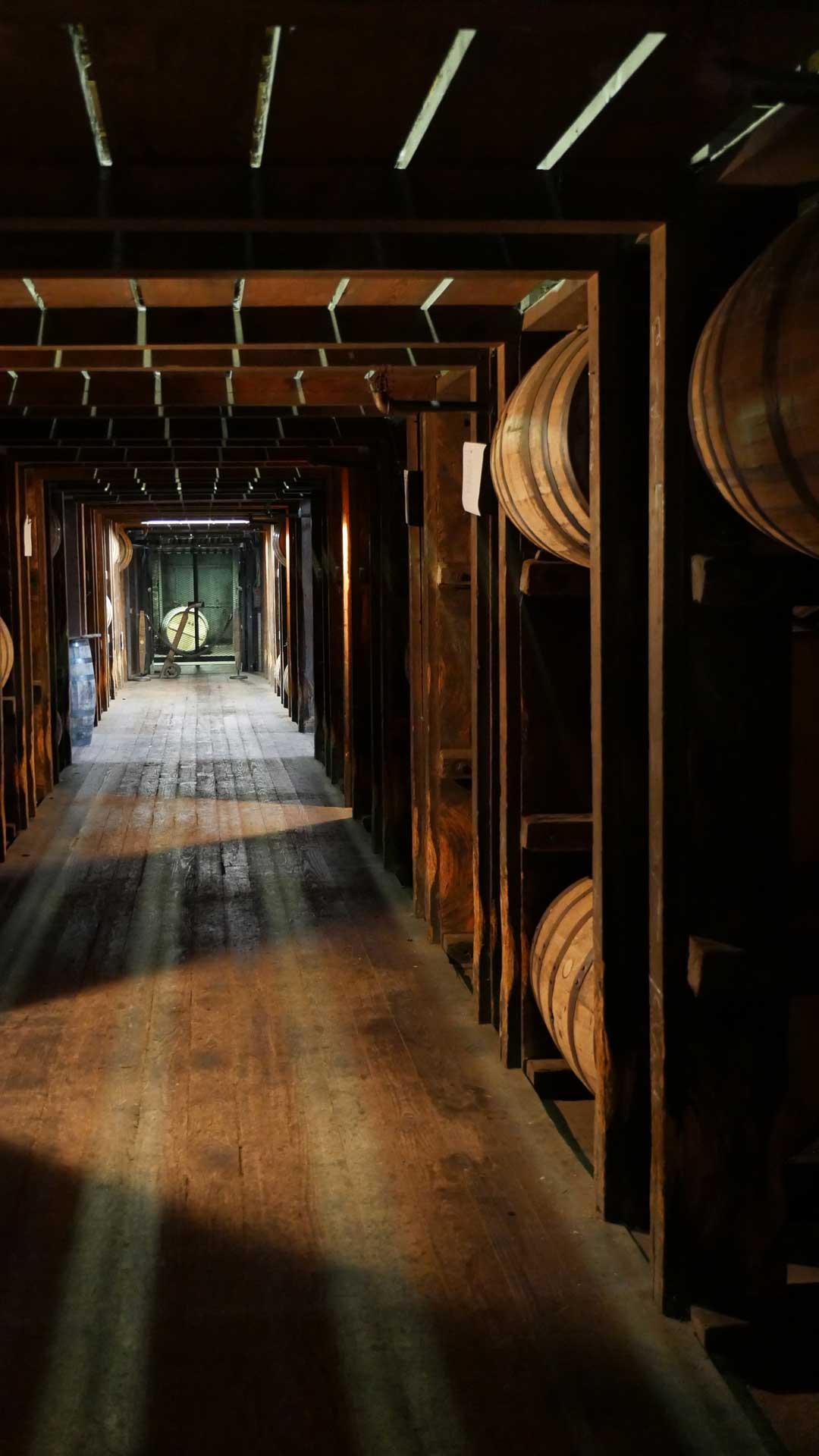 Das eigene Whiskyfass lagert nach dem Kauf gemeinsam mit den anderen Whiskyfässern in den Warehouses der Destillerie. (Foto: Malt Whisky)