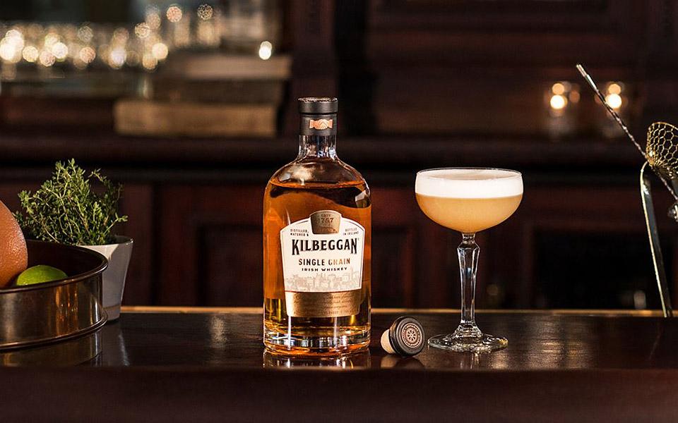 Der Kilbeggan Single Grain soll auch in Cocktail-Klassikern wie dem Whiskey Sour gut funktionieren (Foto: Kilbeggan)