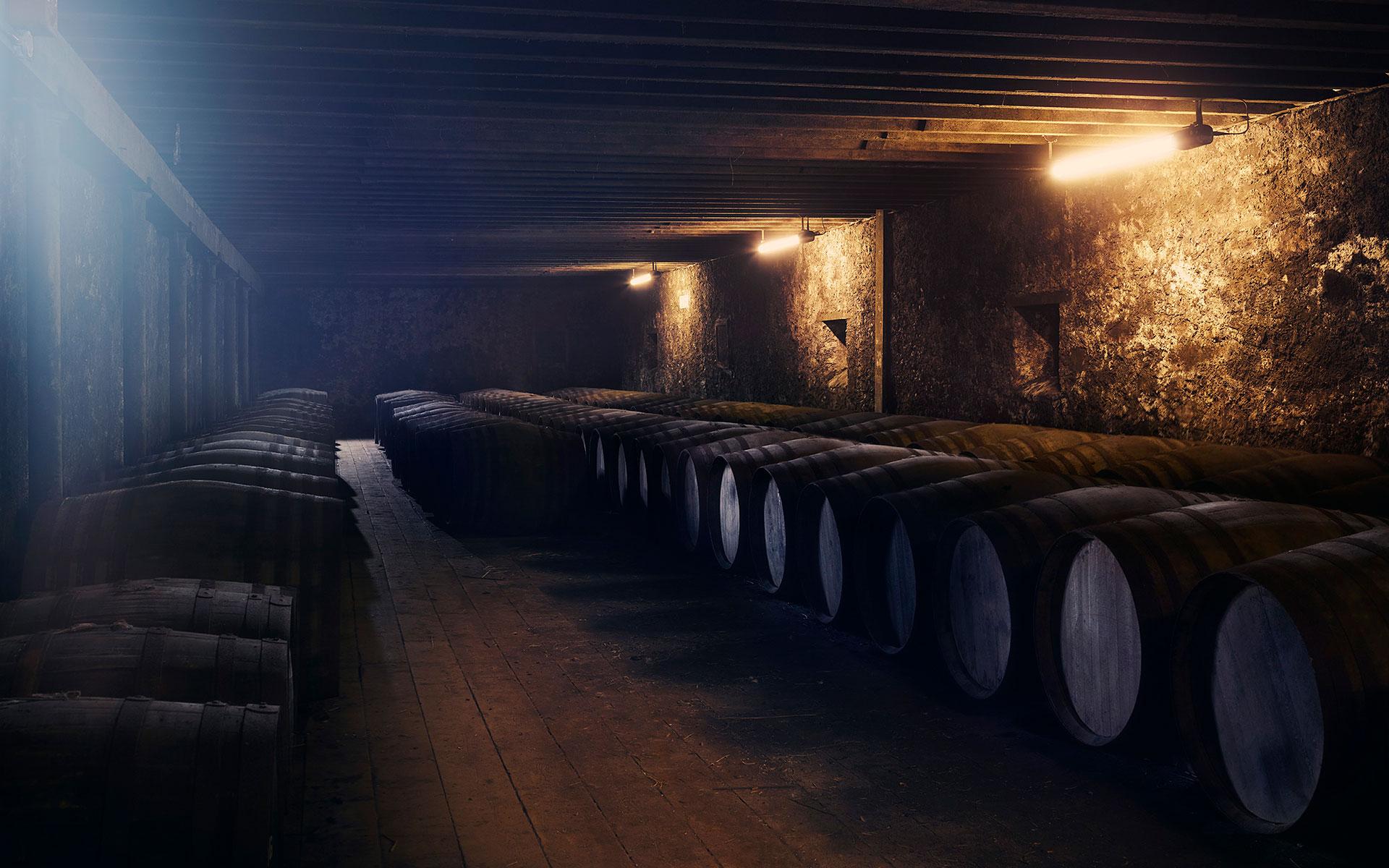 Nur die kostbarsten Bowmore-Malts lagern in dem historischen Lagerhaus Vault No. 1 (Foto: Beam Suntory)