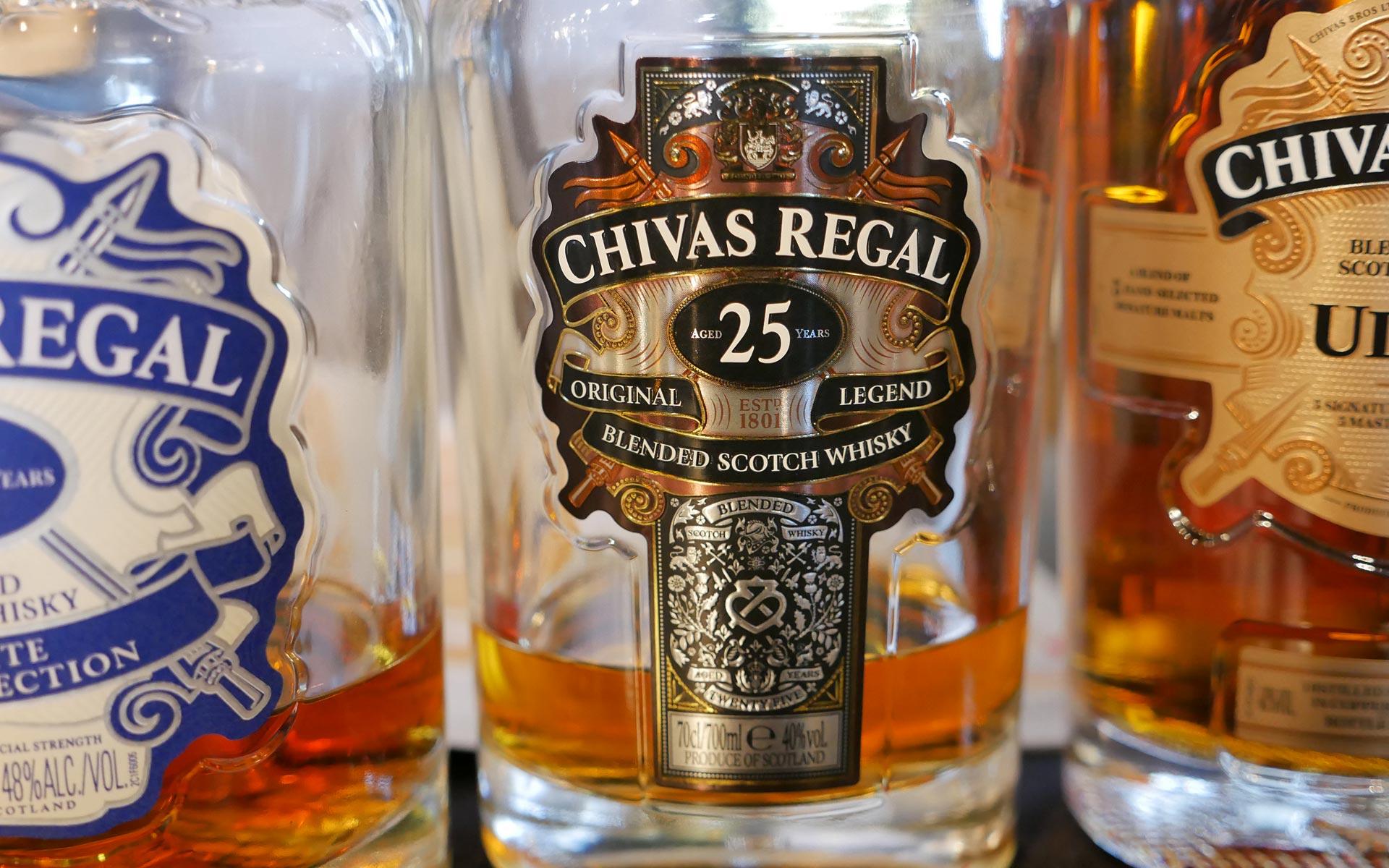 Prunkvoll oder Kitsch? Die Gestaltung des Chivas Regal 25 ist Geschmackssache (Foto: Malt Whisky)